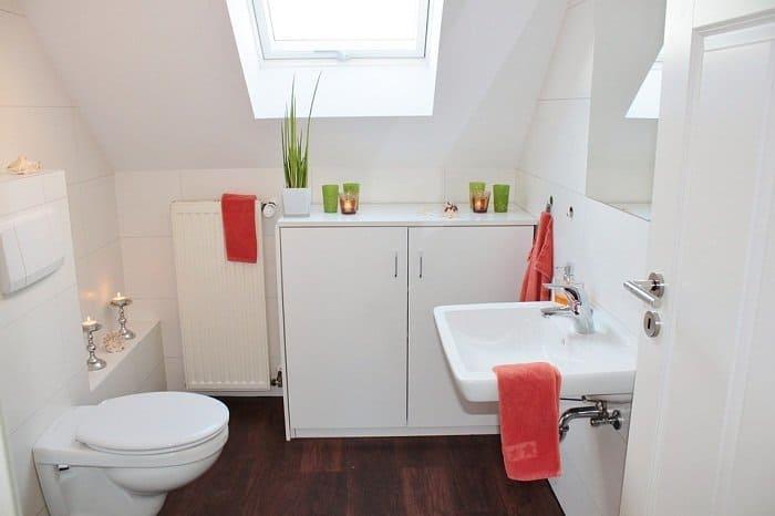 Tankless toilet design